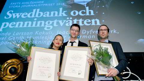 Linda Larsson Kakuli, Axel Gordh Humlesjö og Per Agerman, i tillegg til Joachim Dyfvermark (ikke på bildet) vant prisen for årets avsløring på Stora Journalistprisets galla i Bonniers kunsthall i Stockholm torsdag kveld.