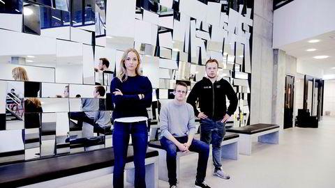 NHH-studenter reagerte på at praksisen for videoforelesninger ble endret uten at de fikk beskjed. Fra venstre, Pia Berg, Jonas Personbråten Ludvigsen og Kasper Lie Asdal.