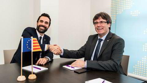 Separatistleder Carles Puigdemont (t.h.) og presidenten i den katalanske regionforsamlingen Roger Torrent (t.v.) fotografert i Brussel onsdag i forrige uke.
