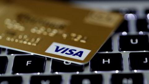 Både Visa-kortet og MasterCard-kortet ble belastet for høye beløp på de tilsammen 20 transaksjonene.