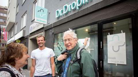 Daniel Sørli (33) åpnet legevakttjenesten Dr. Dropin forrige uke. Ekteparet Vesla og Steinar Sagen bor i nærområdet og synes den nye private klinikkonseptet høres flott ut.