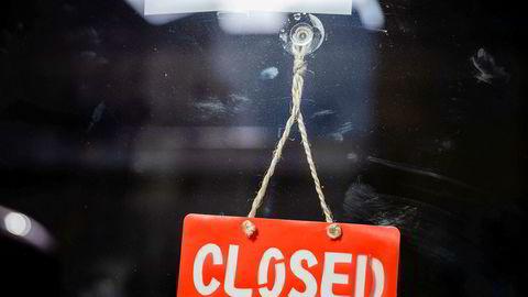 En av mange stengte butikker under koronakrisen.
