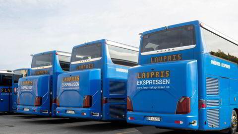 regjeringen blar opp 100 millioner kroner neste år og forlenger hjelpen til kriserammede ekspressbusselskaper