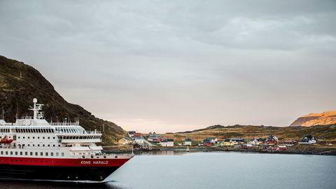 En planlagt børsnotering av Hurtigruten i disse dager er utsatt etter at forberedelsene var kommet langt i sommer. Her er hurtigruteskipet MS «Kong Harald» utenfor Finnmarkskysten.