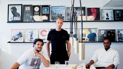 Gilbert Lunde (f.v.), Gunnar Greve og Yonas Aregai eier og driver musikkselskapet Mer, som blant annet står bak storsuksessen Alan Walker.