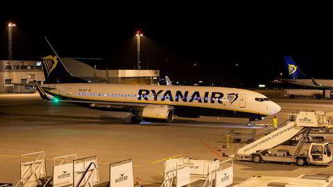 Ryanair-fly lander på Torp. Selskapet har måttet si opp 3.000, men vil ikke motta statlig krisehjelp.