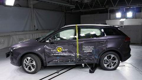 Den kinesiske elbilen Aiways U5 er kollisjonstestet til tre stjerner. Selskapet sier bilen skal utbedres før den kommer til Europa neste år.