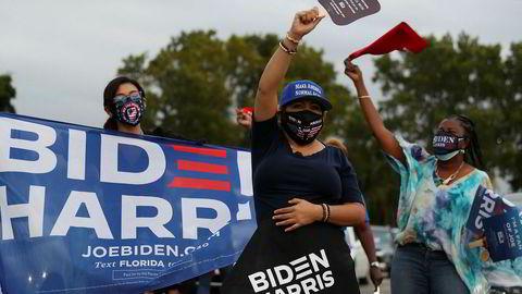 Meningsmålingene gir Joe Biden et forsprang over Donald Trump i Florida. Her begeistrede deltagere på et valgmøte med tidligere president Barack Obama i Miami mandag.