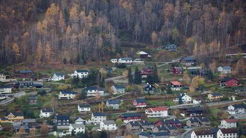 Arveavgiften skulle avløses av skjerpet gevinstskatt, men boliger, gårdsbruk, skog og annet som har unntaksregler fra ordinær gevinstbeskatning, står for halvparten av de arvede verdiene i Norge, skriver Hannah Gitmark i innlegget.