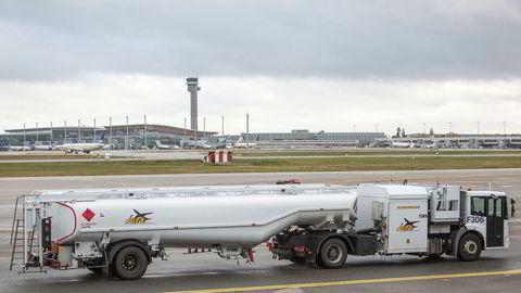 Parat og Fellesforbundet ble ved midnatt enige med Norsk Industri om en ny tariffavtale for oljetransportarbeidere. Dermed er en streik hos ansatte ved blant annet Gardermoen Fuelling Services avverget.