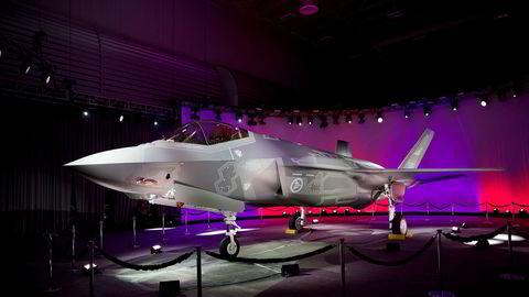 Det første norske F-35 jagerflyet, AM-1, på Lockheed Martin-fabrikken i Texas The first norwegian F-35, AM-1, at the Lockheed Martin factory in Fort Worth, Texas ---