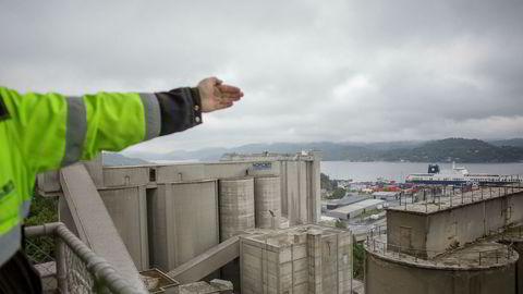 Norcems sementfabrikk i Porsgrunn får 80 til 100 millioner for storskala karbonrensing.