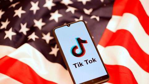 Amerikanske politikere ønsker svar fra TikToks kinesiske eierselskap og etterforskning. Over en milliard brukere har lastet ned appen, som er årets mest populære.