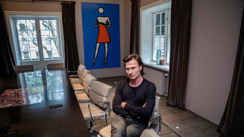Petter Stordalen jobber for å redde hotellimperiet han har bygget opp mot undergang.