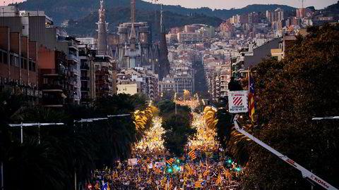 «Konflikten i Catalonia handler mest av alt om utøvelse av demokrati i 2017 og hvordan det kan ramme hele Europa», skriver innleggsforfatteren. Bildet viser en demonstrasjon i Barcelona lørdag, for frigivelse av de fengslede katalanske regjeringsmedlemmene.