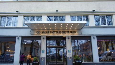 Comfort Hotel Børsparken sentralt i Oslo er så nedslitt at det er overmodent for totalrenovering. Men utenfra ser det jo pent ut.