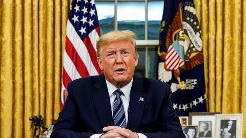 Donald Trump har snudd om på kommunikasjonen mens utbruddet har gått fra vondt til verre i USA.