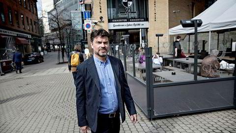 Førstestatsadvokat Hans Christian Koss i Økokrim har tatt ut tiltale mot to personer for markedsmanipulasjon i obligasjonsmarkedet.
