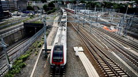Tog på vei inn til Oslo S.
