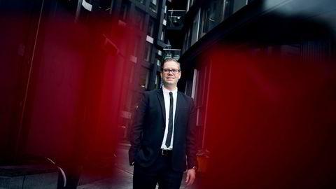 Seniorøkonom Marius Gonsholt Hov i Handelsbanken mener detaljhandelen vil fortsette å falle fremover.
