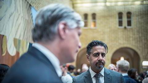 Venstre-profil Abid Raja blir ny finanspolitisk talsperson og nestleder i stortingsgruppa. Til venstre: Per Elvestuen. Foto: Gunnar Blöndal