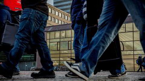 Hovedregelen i norsk arbeidsliv er og skal være fast ansettelse. En undersøkelse viser da også at om lag 60 prosent av unge arbeidstagere oppnår fast ansettelse i sin første jobb, skriver artikkelforfatteren.