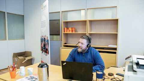 Frank Wikran i Fremo bemanningsbyrå har travle dager med rekruttering under koronakrisen.