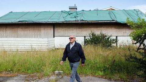 I et svært attraktivt område like ved Ekebergsletta har dette bygget stått til nedfalls i en årrekke. Eier av naboeiendommen, Ole Henrik Ekaas, reagerte for flere år siden på at kommunen ikke gjør noe med eiendommen.