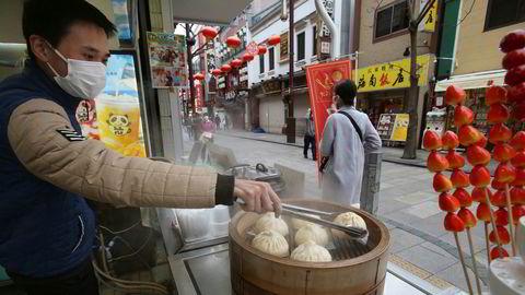 Den japanske Tankan-indeksen, som tar pulsen på næringslivet med innspill fra nesten 10.000 sjefer, viser den største nedgangen siden 2013. Japan er siste land som er i ferd med å sperre grensene til omverdenen. Her fra Yokohama China Town på tirsdag.