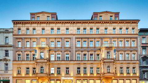 Lars Wenaas har kjøpt luksushotellet Sheraton Charles Square i Praha.