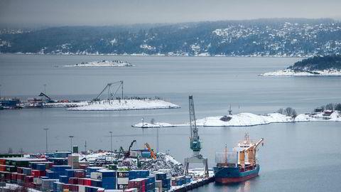 Vi står foran en ny vinter hvor stadig flere lastebiler skal gjøre det farlig langs norske veier. Det er på høy tid å styrke miljøvennlig transport – ikke bare vedta at man skal gjøre det, skriver artikkelforfatterne.