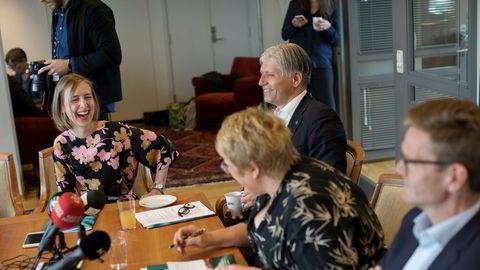 Så gøy er det å sitte i regjering. Fra venstre forsknings- og høyere utdanningsminister Iselin Nybø, klima- og miljøminister Ola Elvestuen (bak), kulturminister Trine Skei Grande og parlamentarisk leder Terje Breivik.