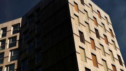 Studentboliger på Moholt i Trondheim i et tietasjes høyhus av tre.