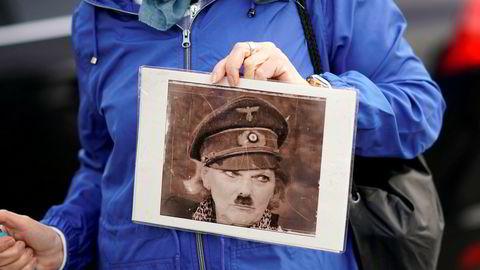 Anna Soubry fikk hard medfart utenfor parlamentet sist vinter. En gruppe demonstranter forfulgte Tory-politikeren, som brøt ut av partiet på grunn av uenighet rundt brexit. De ropte taktfast og høyt: «Forræder». «Løgner». «Avskum». De trengte seg rundt henne, og én ropte: «Du er på lag med Adolf Hitler.»