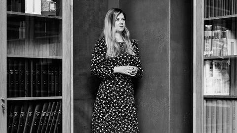 Siste nytt. Jurist og USA-ekspert Sofie Høgestøl er en news junkie. Hun skulle gjerne fulgt med på nyhetsbildet hele døgnet, men da ville hun ikke rukket å jobbe, lese eller være lat.