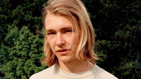 Peder Niilas Tårnesvik er født i Oslo, oppvokst i Bergen og ble først kjent som medlem i hiphopkollektivet Hester V75.