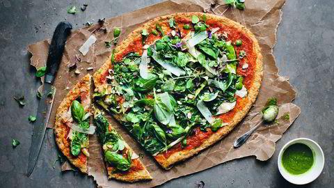 Grønn pizza og ristet blomkålsalat er bare noe av det et blomkålhode kan brukes til. Se oppskrifter nederst i saken. Foto: David Frenkiel Foto: David Frenkiel