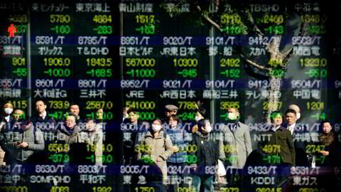Børsfallet i Asia ble forsterket av robothandel – styrt av matematiske algoritmer som skal redusere risikoen. Dette førte til panikk ved Tokyo-børsen, hvor Nikkei-indeksen falt med over syv prosent på det meste.