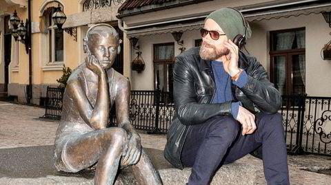 Livet med kunsten. Kunstkritiker Kjetil Røed tror kunsten kan lære oss å leve bedre, hvis vi bare kvitter oss med litt ærefrykt.