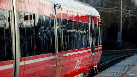 Norske tog har i første omgang planlagt å bygge om fem vogner som skal gå på Bergensbanen og Sørlandsbanen.