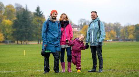 For fem år siden fikk Ylva Bloch-Hoell datteren Ragna med det homofile ekteparet Jostein og Morten Skjelgård (til høyre). De fant hverandre på nett. Nå deler foreldrene alt på tre, og bor ti minutter fra hverandre på Sandaker i Oslo. Ragna bor annenhver uke hos mor og fedre.