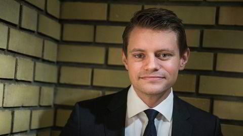Høyres Peter Christian Frølich (H) lanserte ideen om et forbud mot prisdiskriminering i dagligvarebransjen, men fikk ikke gjennomslag i eget parti. Nå foreslår et flertall på Stortinget bestående av Ap, SV og Frp noe som ligner.