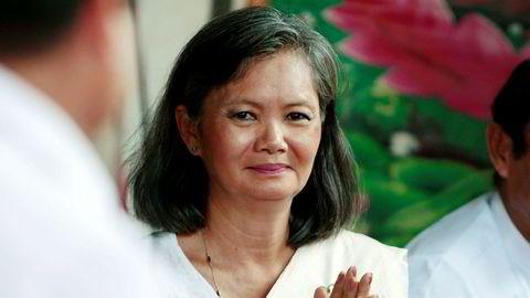 Nestleder Mu Sochua (bildet) i Kambodsjas største opposisjonsparti har flyktet fra landet og partilederen er arrestert. Statsminister Hun Sen har sittet ved makten i 32 år. Oppslutningen har stupt de siste årene og Hun Sen beskyldes for å tviholde på makten – med alle metoder.