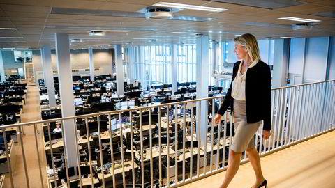 Hos DNB Markets i Bjørvika i Oslo er det uvanlig stille under koronakrisen, og to andre team sitter på «hemmelige» adresser andre steder i byen. DNB-sjef Kjerstin Braathen har fått beskjed av styret om å gi lån til de fleste bedriftskundene.