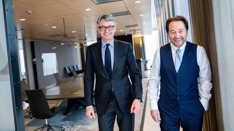 Kjell Inge Røkke og Øyvind Eriksen (til venstre) på Akers styrerom. Det er Eriksen som er sjef i børsnoterte Aker. Sammen kan de glede seg over at Aker-konsernet er mer verdt enn noen gang.