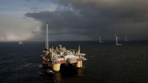 Elektrifisering av norsk sokkel krever 4,5 gigawatt, som tilsvarer 300 til 350 flytende vindturbiner. Det har norsk leverandørindustri kapasitet til å bygge på tre til fem år, skriver Simen Lieungh og Per Lund i Odfjell Oceanwind. Illustrasjon.