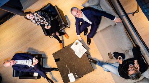 Jan Tore Sanner (fra venstre), Iselin Nybø, Øystein Eriksen Søreide, Abelia-sjef og gründeren Wasim Rashid i Orbit Technology håper den nye opsjonsskatteordningen vil treffe bedre enn den forrige.