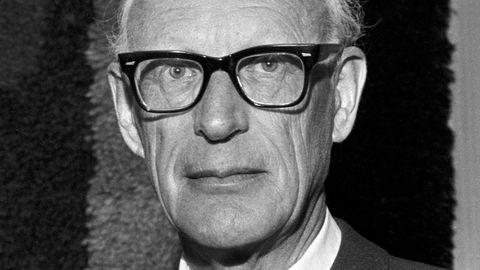 Han var sentralbanksjef i Norge fra 1954 til 1970. Hva heter han?