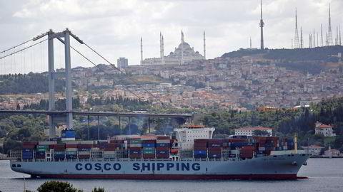 Det har aldri kostet mer å frakte containere fra Asia til resten av verden enn i sommer. Verdenshandelen er høyere enn før koronapandemien.