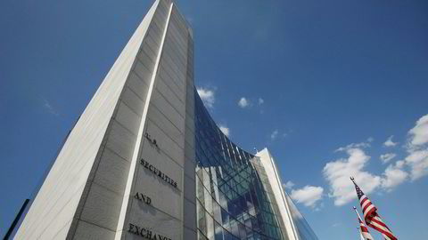 Hovedkvarteret til amerikanske Securities and Exchange Commission (SEC) i Washington. Tilsynet ble hacket i fjor, men ble først i august klar over hvor alvorlig innbruddet var – og melder fra til markedet først nå.